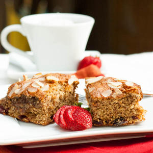 Gluten Free Almond Cranberry Cake from avocadopesto.com
